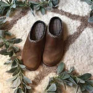 Simple Brown Leather Clogs ~ Size 8